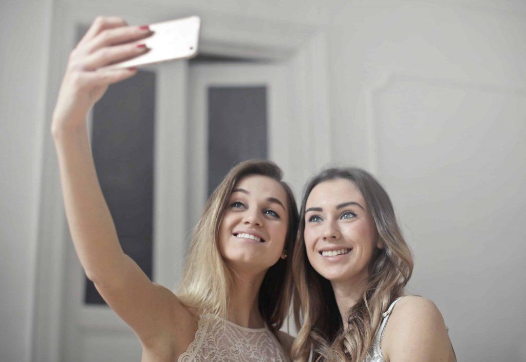 Sindrome da Selfie Cosa si nasconde dietro il Narcisismo Digitale